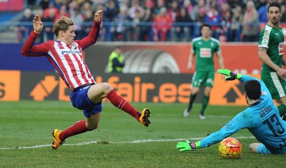 Fernando Torres scores his 100th goal for Atlético