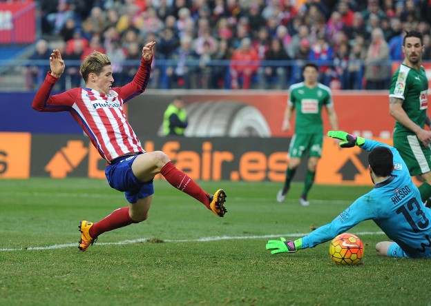 Fernando Torres scores his 100th goal for Atlético