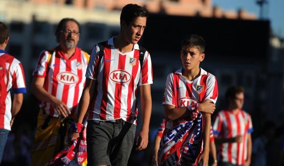 Atlético fans arrive at the Calderón ahead of tonight's match