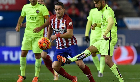 Koke challenges in the Atlético midfield
