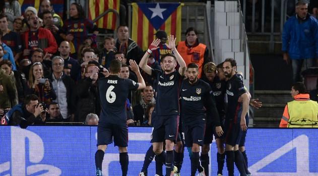 Fernando Torres celebrates scoring for Atlético against Barcelona
