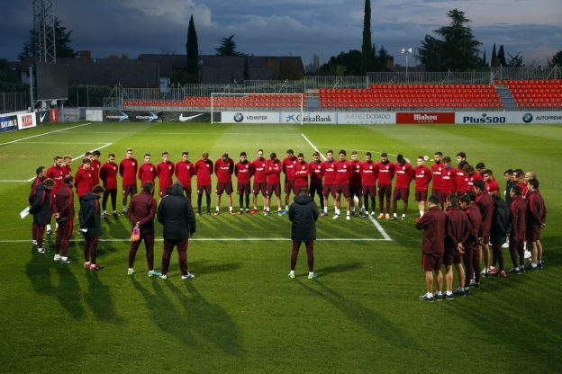 Atleti squad take a moment to remember the victims of the Chapecoense air crash