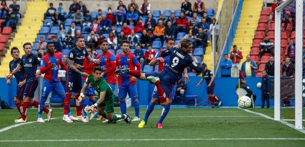 Torres misses a chance for Atlético